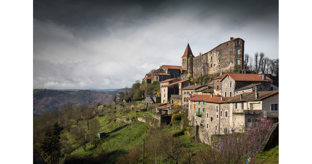 Saint-Privat-d'Allier is a small village set high above the dramatic Allier gorges and being just over 12 miles (20km) from Le Puy-en-Velay is used by most pilgrims on the Via Podiensis as their first overnight halt.