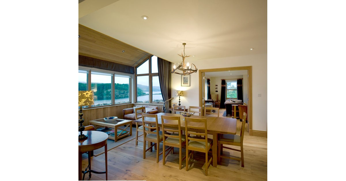 An Cos Shieldaig Vacation Home Dining Room