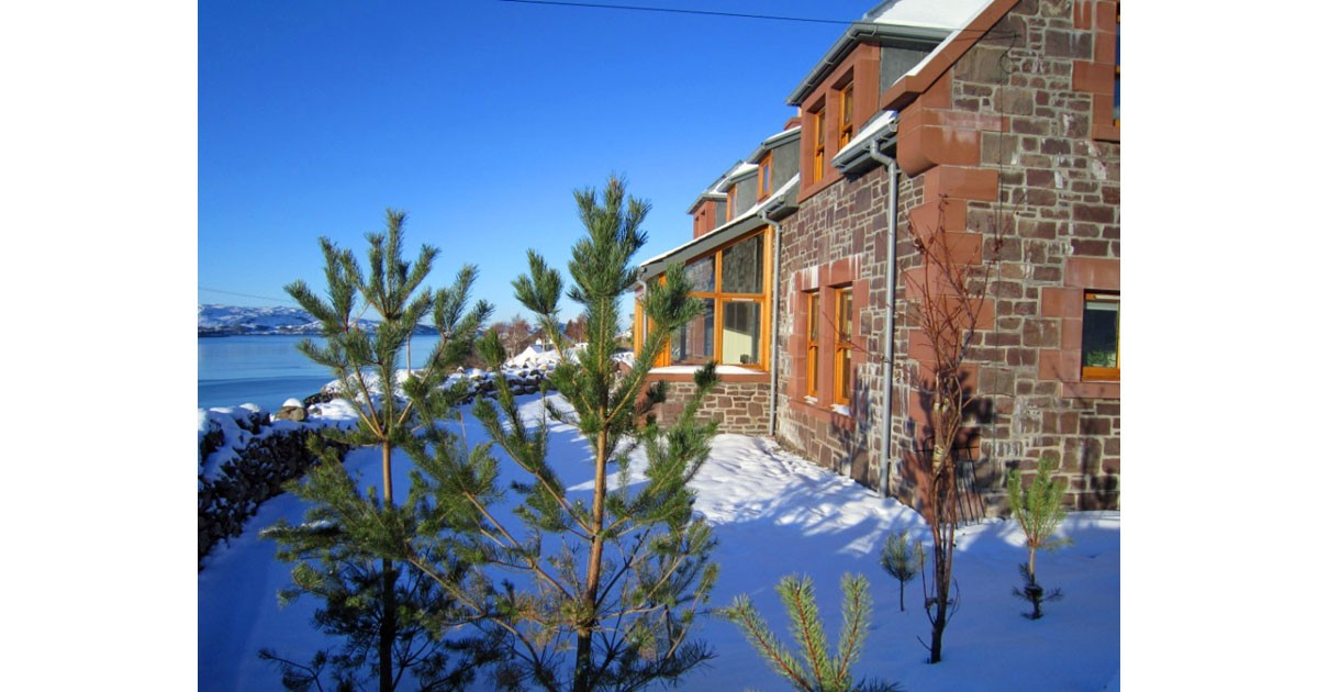 An Cos Shieldaig Vacation House in Winter