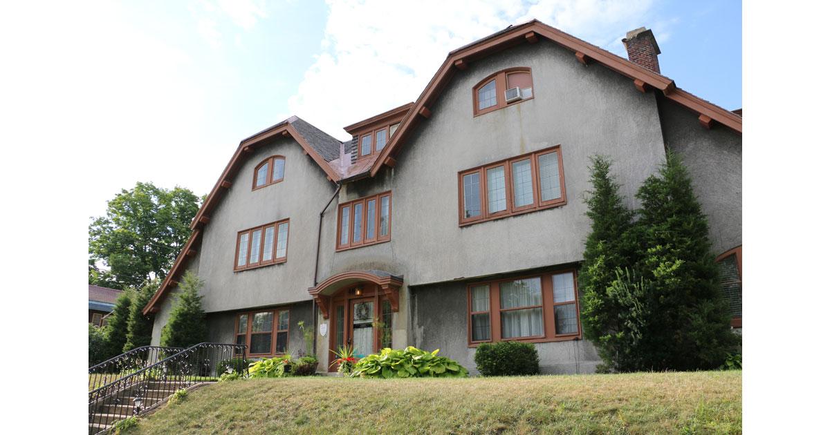 Leonard-at-Logan-House1200.jpg
