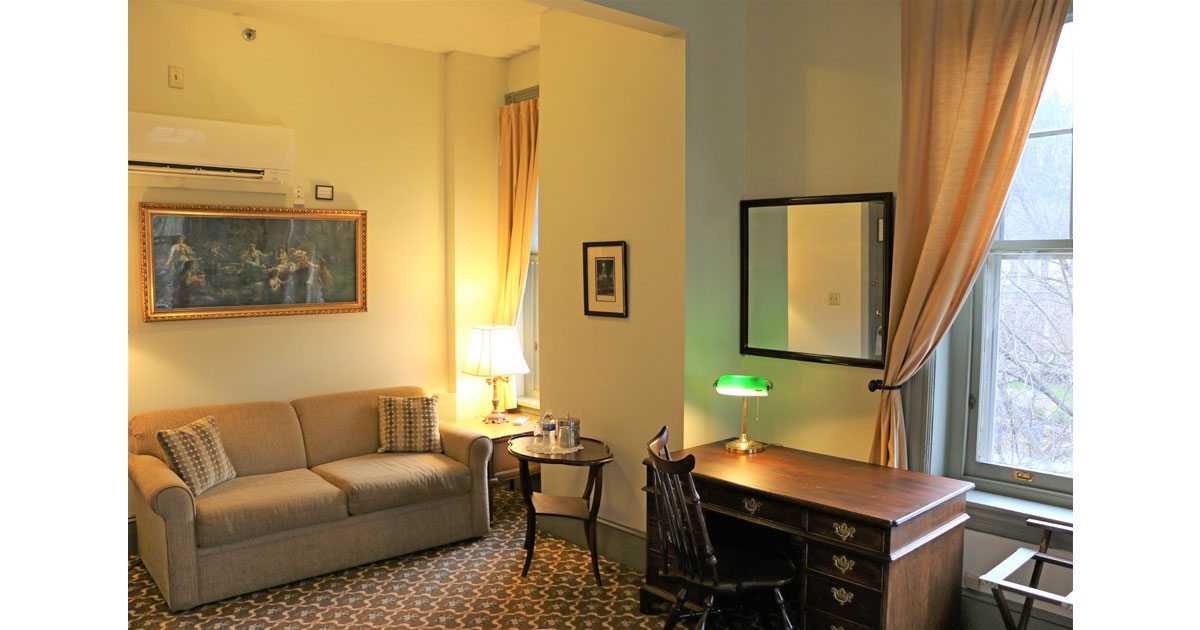 Rooms for families and business travelers