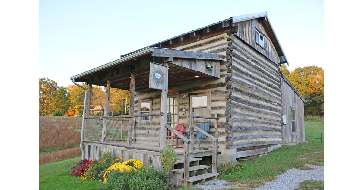 White Rose Cabin on the Farm, Tennessee
